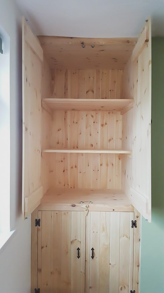 Bespoke Handmade Furniture : Build in cupboard