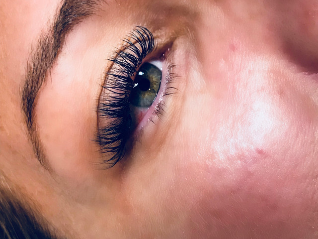 Volume 3D Lash Extensions
