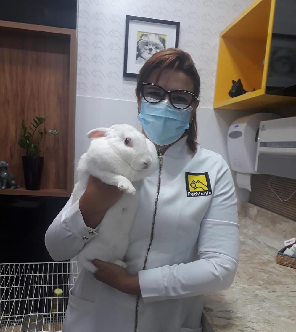 A médica veterinária do PetMania, Shirley Fonseca, destaca a importância do convívio entre a criança e o pet.