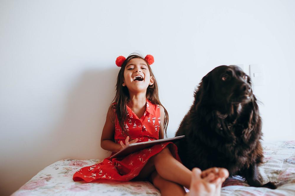 A relação com os animais faz com que os pequenos se aperfeiçoem nas habilidades motoras.