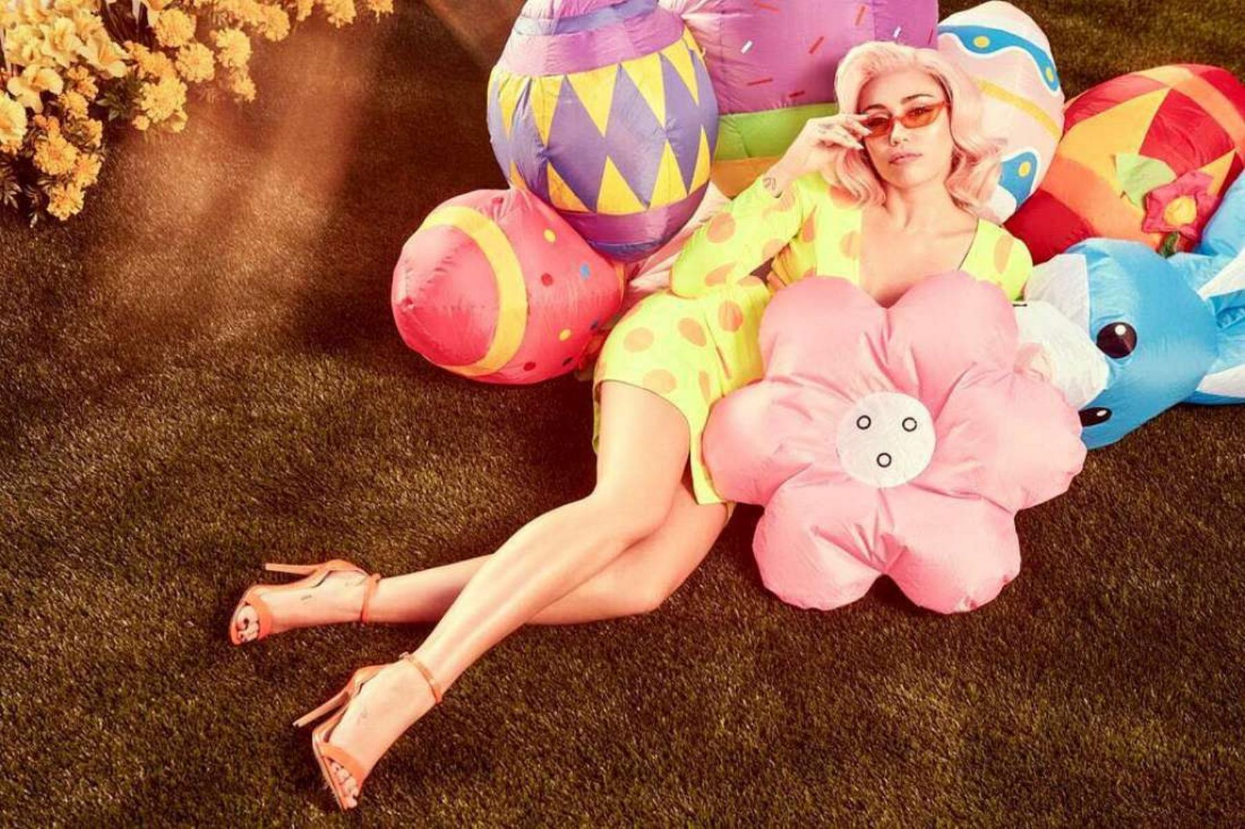 Miley Cyrus Easter 2018e