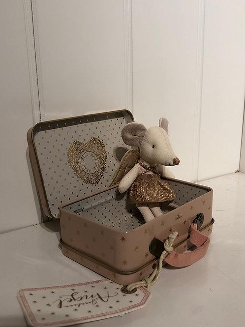 Engelmus i kuffert