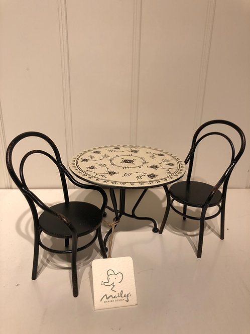 Bord med 2 stole