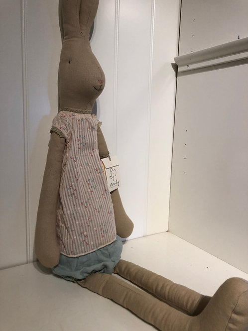 Mega rabbit girl