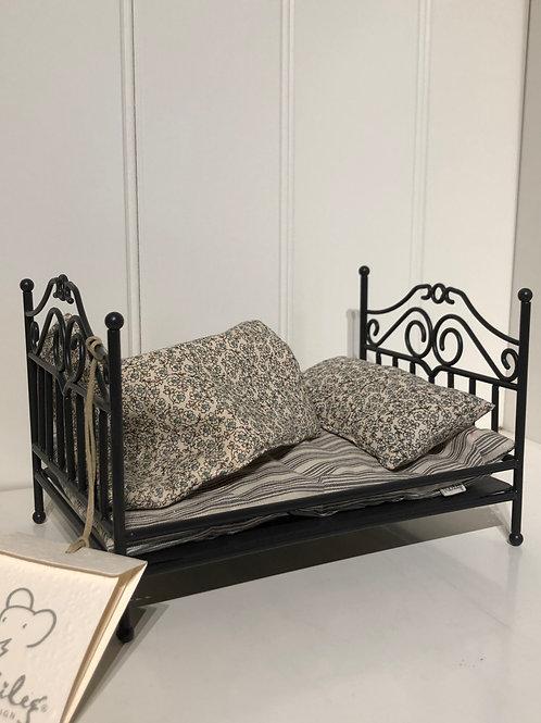Sort vintage seng