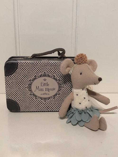 Lillesøster mus i kuffert