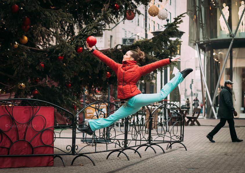 dance photography budapest Vörösmarty square