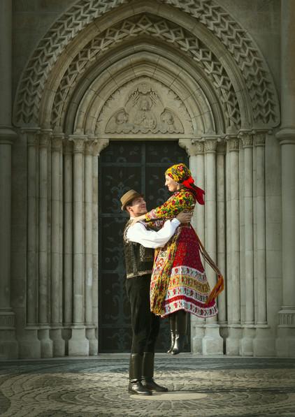 dance photography budapest Matthia Church folk dancer