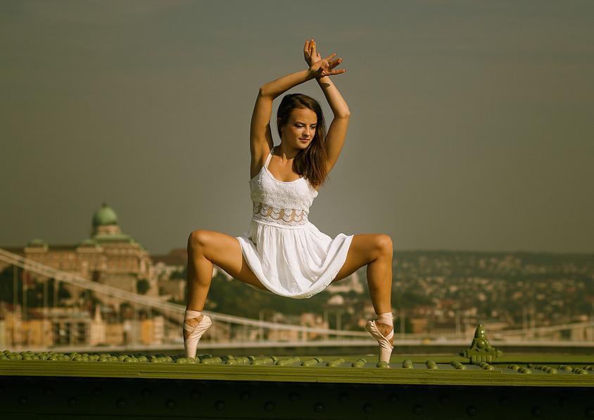 dance photography Budapest ballerina Liberty bridge