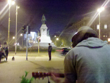 Il vigile e le sciure d'assalto (Milano)