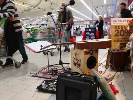 Suonare in un supermercato (Opera)