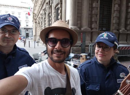 Selfie con gli sbirri (Milano)