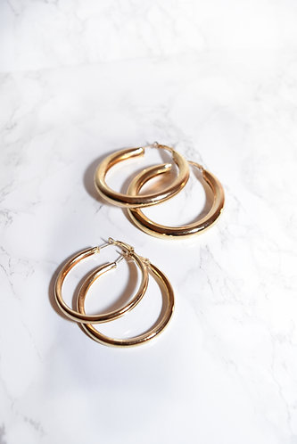 SET OF GOLD HOOPS