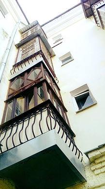 Балконы один под другим.jpg