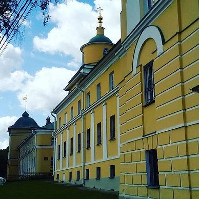 Парадный фасад монастыря.jpg