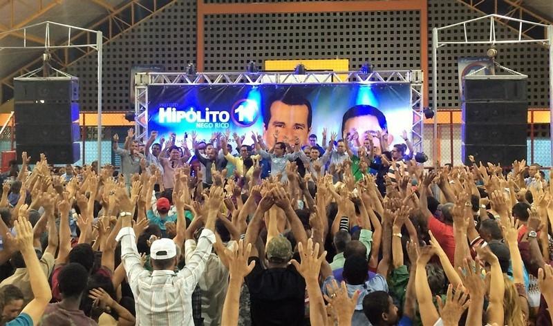 Diante de multidão, PP e PMDB ratificam Hipólito e Nego Rico em São Gabriel.