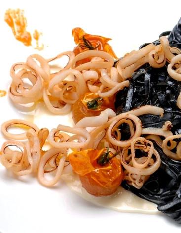 Black ink Tagliolini with fried calamari