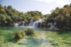 waterfall-950343_1920.jpg