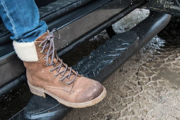 SEMA15 truck_Truck Gear step bar in use.
