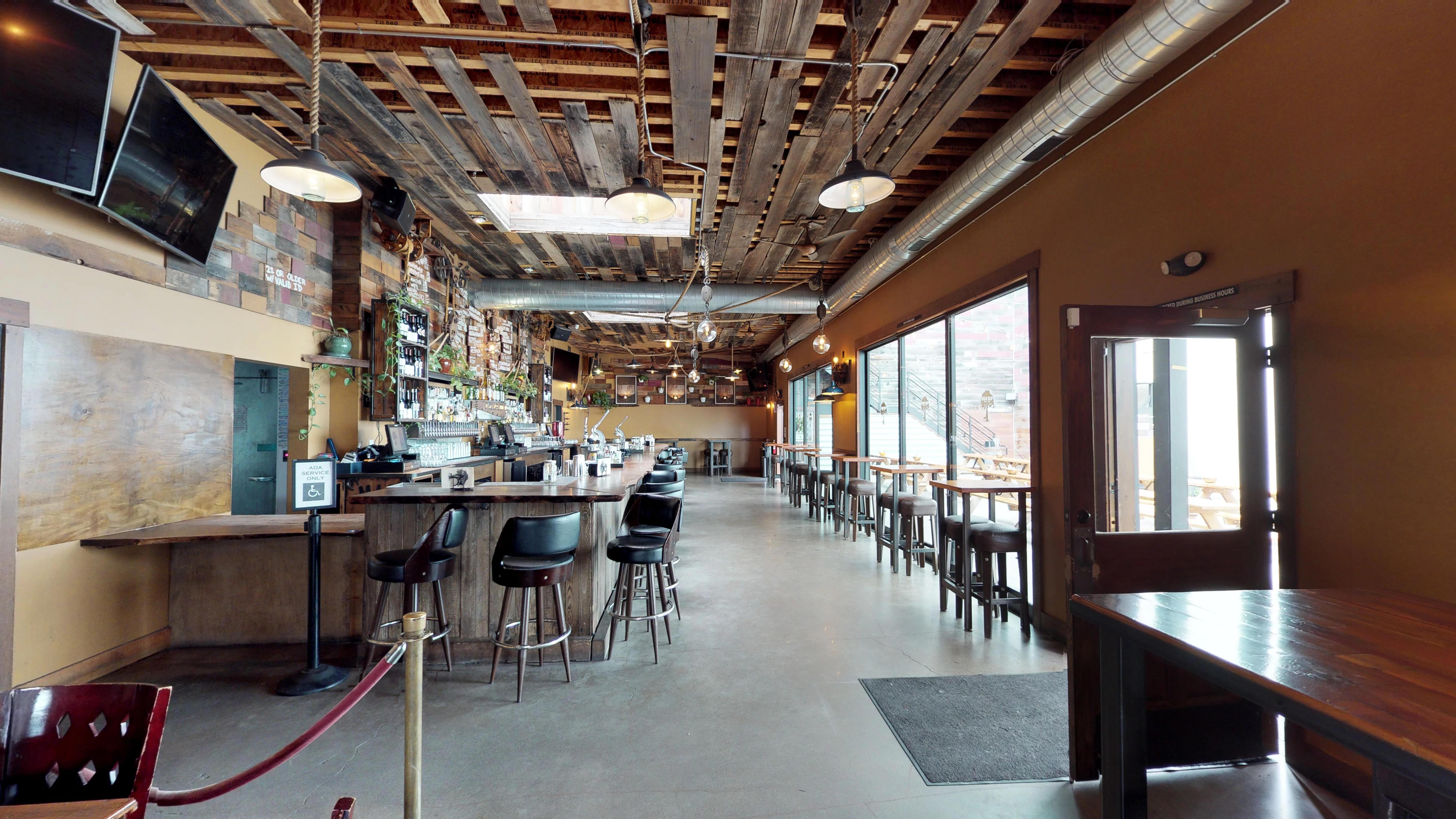 Mad-Oak-Bar-n-Yard-03012018_204912