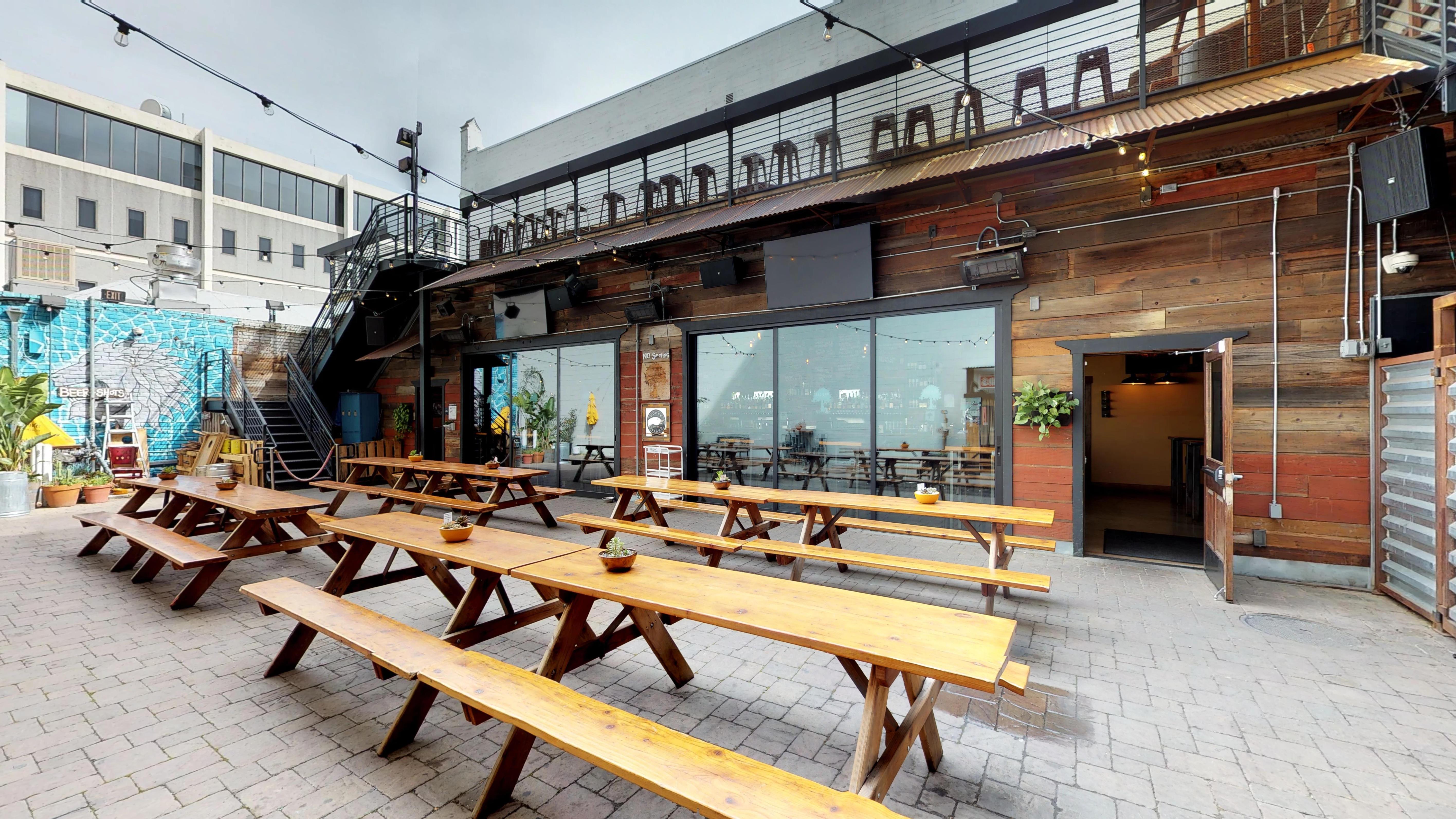 Mad-Oak-Bar-n-Yard-03012018_204745