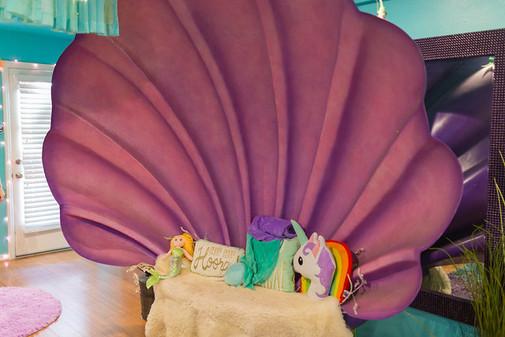 Mermaid throne clam shell