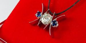 diamond-sapphire-white-gold-xo-pendant