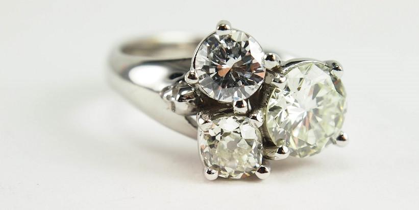 Skull-three-stone-engagement-ring