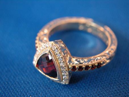 Custom Ring – Garnet 18k Yellow Gold Hand Engraved Ring