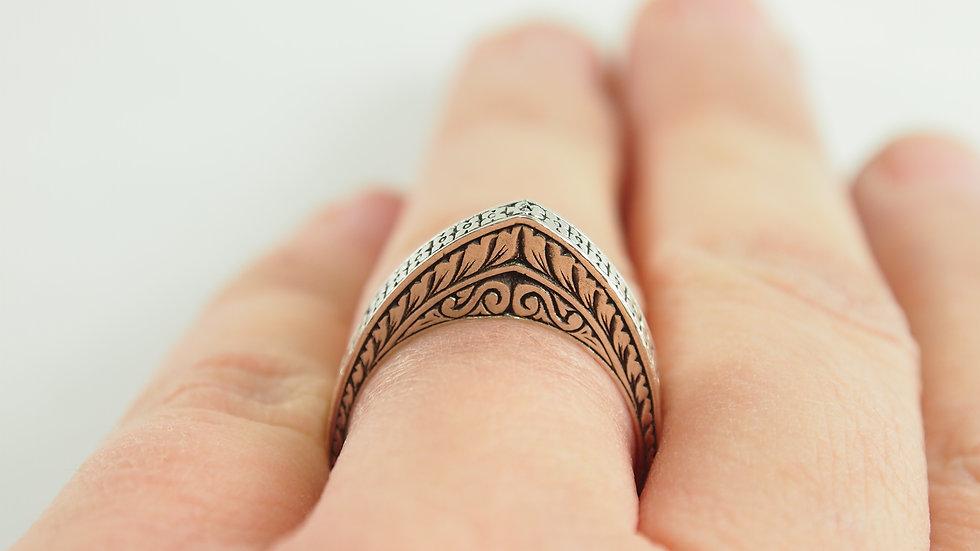 LORE Crest Ring