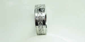 Men's-lion-family-crest-wedding-band
