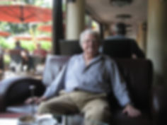 Jacques Perry dans un café de Budapest