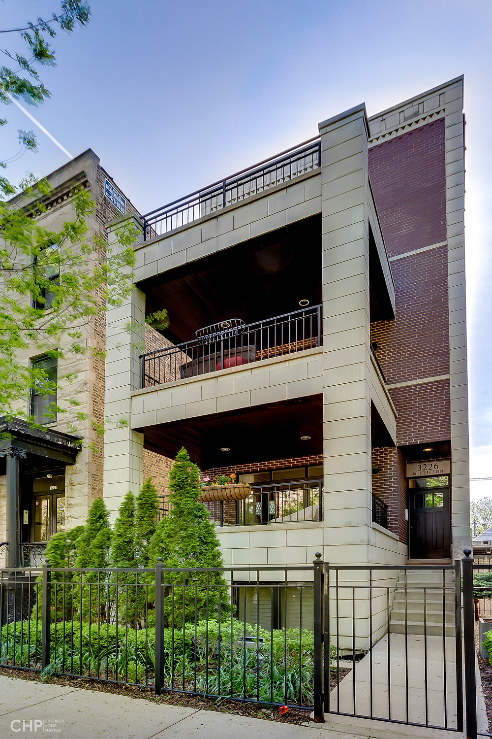 Lakeview Condo For Sale
