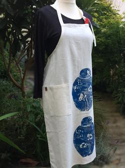 side-view_ginger-jar_white-apron