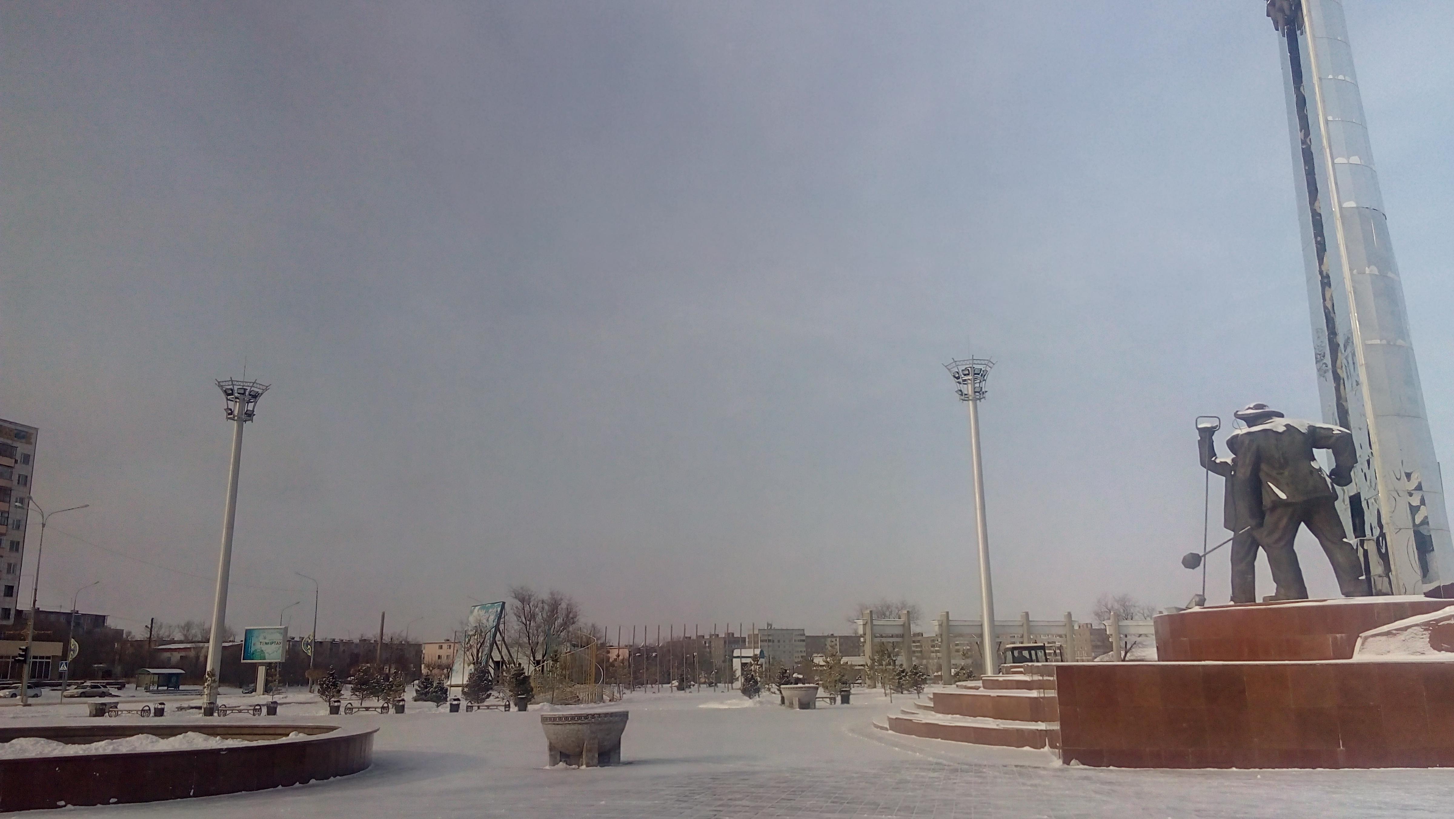 Освещение площади перед музеем первого президента г Темиртау ( Пмо Вмо СТпР ).jpg