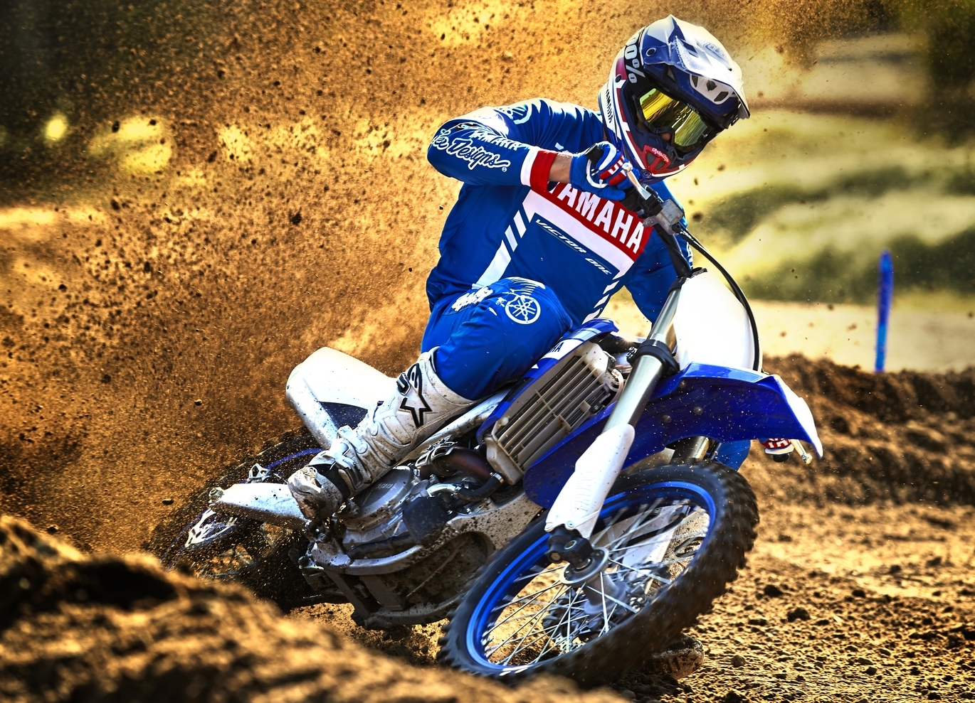 2019-Yamaha-YZ450F-EU-Racing_Blue-Action