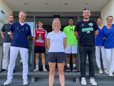 Zu Gast in unserer Praxis die Handball Nachwuchsspieler der Hannover Recken