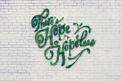苔で描くエコな落書き「モス・グラフィティ」が世界中でブームに