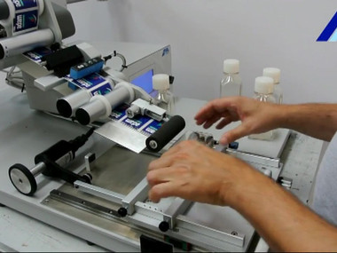ALTECH ALmatic Semi automatic Labeling System for Flat Products.mp4