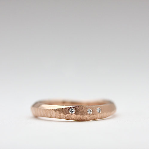 Carved series band with diamonds