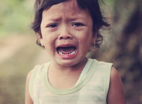 Menghadapi anak tantrum di saat anak belum bisa bicara