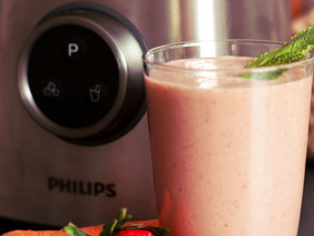 Refreshing Strawberry, Carrot & Mint Smoothie