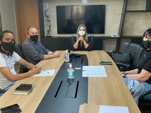 Karla Pimentel discute com comissão da UEPB organização de concurso público no Conde
