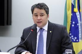 Efraim Filho diz que disputa ao Senado passará pelo crivo do governador João Azevedo