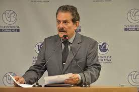 """""""O mundo vive uma pandemia e o Brasil vive um holocausto"""", afirma deputado"""