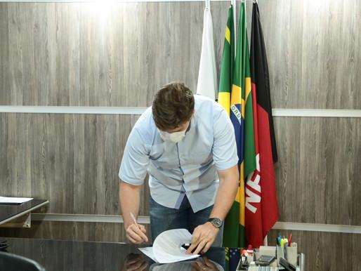 Bruno Cunha Lima assina decreto com medidas emergenciais de prevenção ao avanço do novo coronavírus