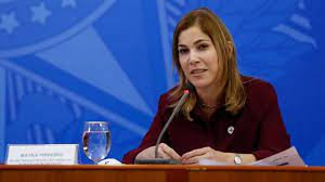 Mayra Pinheiro diz que protocolos sanitários teriam reduzidos morte por Covid no Brasil