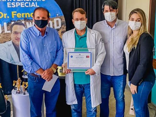 Leo Bezerra prestigia entrega de título de cidadão paraibano ao médico Fernando Chagas