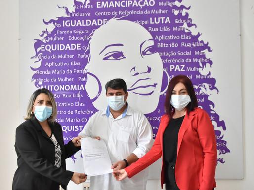 Presidente da Câmara e Secretaria de Mulheres firmam compromisso em combate ao feminicídio em JP