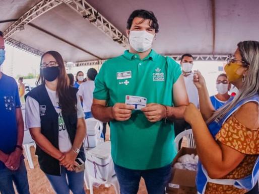 Leo destaca parceria de Cícero e João para sucesso da vacinação contra a Covid em João Pessoa